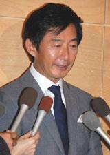 石田純一、婚約発表も東尾氏の了承はまだ