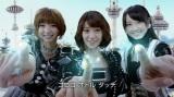 日本ヒューレット・パッカードの新CMに出演するAKB48(左から篠田麻里子、大島優子、松井玲奈)