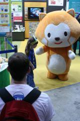 『東京国際アニメフェア』パブリックデー1日目雑感 子ども連れのファミリーや外国人客も多く見られた。写真のキャラクターは放送35周年記念バージョンのあらいぐまラスカル (C)ORICON DD inc.