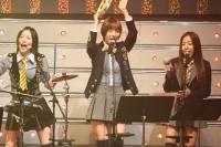 SKE48の(左から)松井珠理奈、篠田麻里子、板野友美
