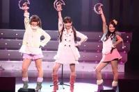 AKB48の(左から)高城亜樹、小嶋陽菜、北原里英