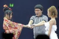 『24thシングル選抜じゃんけん大会』に参加したAKB48の北原里英(左) (写真:鈴木一なり)