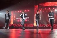 『SMTOWN LIVE WORLD TOUER III in TOKYO』のSHINee(左からキー、テミン、ジョンヒョン、オンユ)※ミンホ欠席