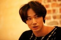 綾野剛 映画『新しい靴を買わなくちゃ』インタビュー(写真:片山よしお)<br>⇒
