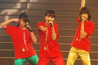 『第63回 NHK紅白歌合戦』リハーサルに参加した<br>ももいろクローバーZ(左から有安杏果、百田夏菜子、玉井詩織)