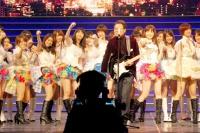 『第63回 NHK紅白歌合戦』リハーサルに参加した<br>AKB48と五木ひろし