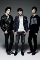 CNBLUE(左からイ・ジョンヒョン、ジョン・ヨンファ、カン・ミンヒョク)