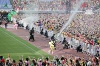 『ももいろクローバーZ ももクロ夏のバカ騒ぎ WORLD SUMMER DIVE 2013 8.4 日産スタジアム大会』の模様<br>