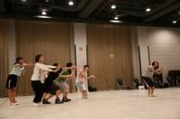 『AKB48グループ ドラフト会議』に向け、初レッスンを行う候補生<br>ダンスレッスンの模様