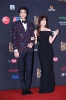 『2013MAMA』レッドカーペット ソンジュン&キム・ソヨン(C) CJ E&M