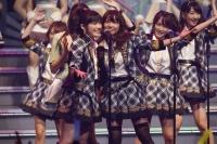 『AKB48 ユニット祭り 2014』の模様<br>アンコール2曲目「ヘビーローテーション」