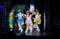 『AKB48グループ春コンinさいたまスーパーアリーナ〜思い出は全部ここに捨てていけ!〜』<br>SKE48単独公演の模様<br>「ウィンブルドンへ連れて行って」を歌う(左から)山田菜々、木本花音、山内鈴蘭