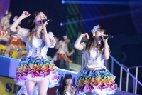 『AKB48グループ春コンinさいたまスーパーアリーナ〜思い出は全部ここに捨てていけ!〜』<br>SKE48単独公演の模様<br>(左から)松井珠理奈、松井玲奈
