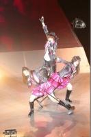 『AKB48グループ春コンinさいたまスーパーアリーナ〜思い出は全部ここに捨てていけ!〜』<br>SKE48単独公演の模様<br>「クロス」を歌う(左から)古畑奈和、宮澤佐江、北川綾巴