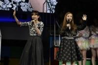 『リクエストアワーセットリストベスト200 2014』の模様<br>(左から)前田敦子、板野友美
