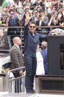 大阪・道頓堀とんぼりリバーウォークでイベントを開催。3000人のファンの歓声を浴びた。<br> トム・クルーズ『オール・ユー・ニード・イズ・キル』来日PRツアー密着フォト&独占動画インタビュー☆