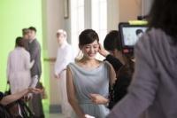 綾瀬はるかが出演する『レノアハピネス』の新CM<br>「香水のように香るステキな女」篇メイキングカット