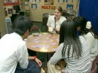「I-Chat Lounge」ではゲームをしながらネイティブスピーカーの英語を学べます。外国人留学生もよく遊びに来るので、自然と英会話が身につくんだとか。
