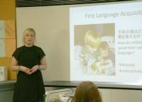LEI英語プログラムでは英語クイズに挑戦! 簡単なものもあるので、英語が話せなくてもぜんぜん大丈夫。発音の違いなどためになることを教えてもらえるので、ぜひ行ってみて!!