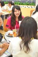 """『Meijo Girl's Cafe』では、ドーナツやお茶を飲み食いしながら""""名城女子""""と楽しくおしゃべり☆"""