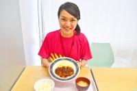 お昼は無料で学食体験! 男子に人気の名古屋名物「みそカツ定食」は、ボリューム満点でデラうまい!