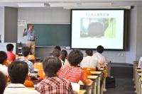 理工学部・交通機械科学科の模擬講義は、スライドやアイテムを使いながらだからわかりやすい!