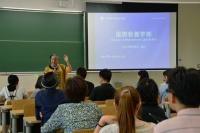国際教養学部は授業も全てが英語。マリア・グアハルド学部長によると、12ヶ国語を話せる講師もいるとか。