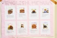 食堂には英語で書かれたメニューが。グローバルな大学ならではの光景ですね。