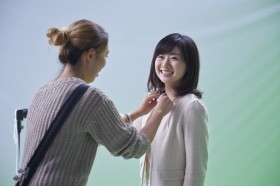 CM撮影現場で笑顔を見せる福原愛選手