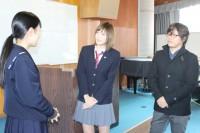 長崎女子高校をサプライズ訪問した本田翼と三木孝浩監督