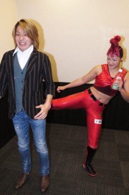 きゃらまふで声優の岡田ひできに襲いかかったRENA