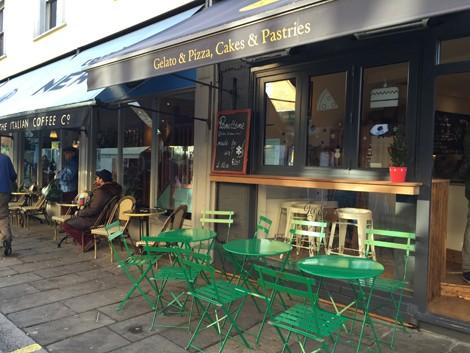 向いには新たに店舗をオープンさせたピザ店『Ice & Slice』(24 Jerdan PlaceLondon SW6 1BH)もオープン。
