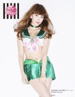 AKB48の小嶋陽菜が『美少女戦士セーラームーン』の衣装をデザインしたランジェリー『セーラームーンなりきりブラセット』(2014年に発売されたバンダイと下着メーカー「PEACH JOHN」のコラボ企画)