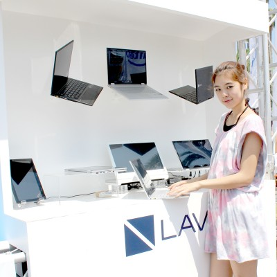 世界最軽量PC「LAVIE Hybrid ZERO」も展示