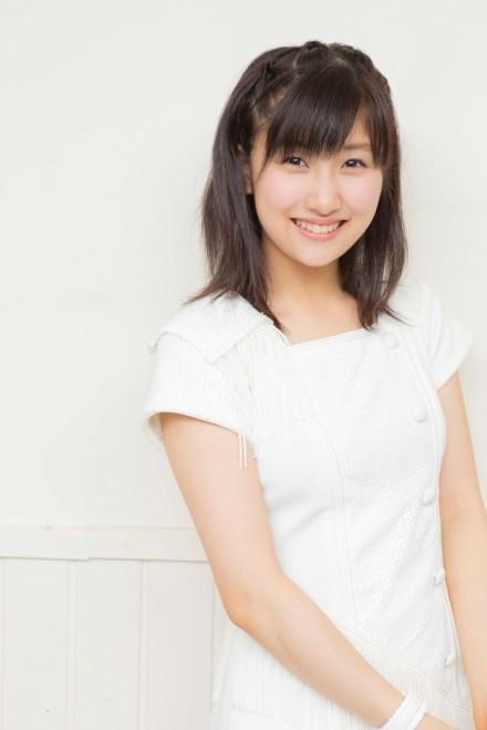 真っ白な衣装を着ている可愛い佐藤優樹の画像♪