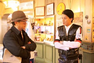 ハトヤ隊員(小栗旬)と三谷監督