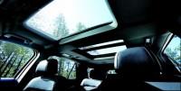 フォード『エクスプローラー』:サンルーフから差し込む光で明るい室内に。