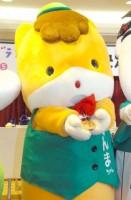 うれしそうに優勝メダルをみせてくれたぐんまちゃん=『ゆるキャラグランプリ 2015』開催地発表会見 (C)ORICON NewS inc.