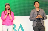 競馬のテーマパーク『ARIMAEN』オープニングイベントに登場したマギーと川崎宗則選手