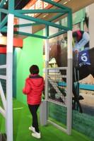 """ゴールの瞬間を有馬記念優勝馬と""""ハナ差""""で競い合う体験アトラクション「ハナ差で競え!1m有馬記念」"""