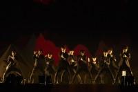 初の日本ツアーを開催したEXOEXO(左から)シウミン、スホ、チェン、セフン、チャンヨル、カイ、レイ、ディオ、タオ、ベクヒョン