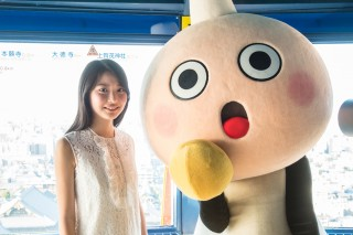 京都タワーのマスコットキャラクター「たわわちゃん」と撮影