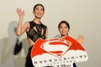 TAOと高梨沙羅選手/『バットマン vs スーパーマン』ジャパン・プレミア盛大に開催!(写真:鈴木一なり)