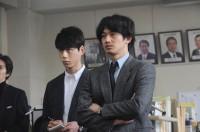 劇中カット(C)2016映画「64」製作委員会