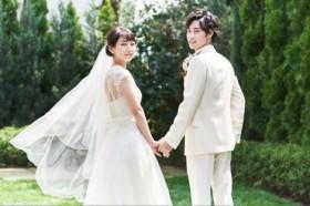 結婚情報誌『ゼクシィ』CMメイキング(左から)吉岡里帆、戸塚純貴