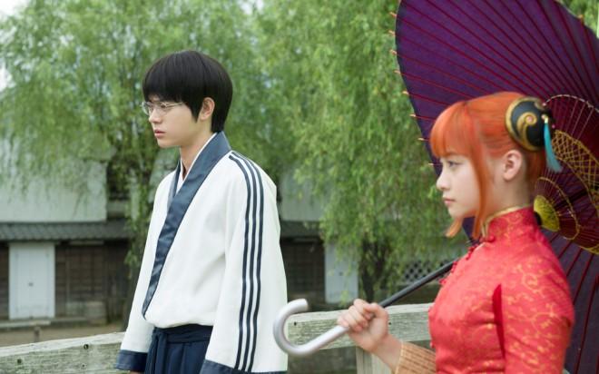 映画『銀魂』 左から:志村新八(菅田将暉)、神楽(橋本環奈)