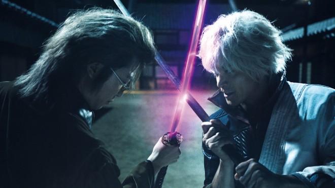 映画『銀魂』 左から:岡田似蔵(新井浩文)、坂田銀時(小栗旬)