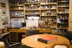 さまざまな作品のキャラクターが飾られているジョン・ラセターのオフィス/ウォルト・ディズニー・アニメーション・スタジオ