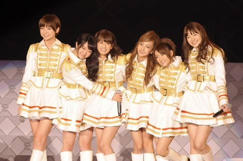 http://contents.oricon.co.jp/photo/photoImg/P/L/317/0_19880800_1345893818.jpg