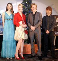 左から小雪、シエンナ・ギロリー、エド・スペリーアス、山田孝之